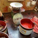 うるしの桶は、うるしを保管するための大事な道具です